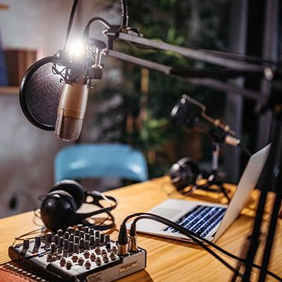 Podcasting for Pros: 6 Topic Ideas for Your B2B Business